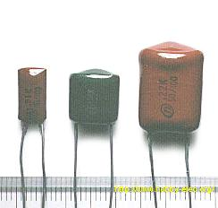 قيمة السعة: 0.001 µF (مطبوعة 001K) قيمة السعة: 0.1 µF (مطبوعة 104K) قيمة السعة: 0.22 µF (مطبوعة .22K)